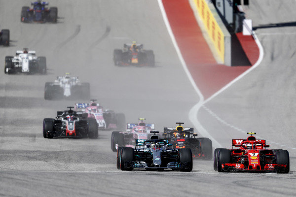 Lewis Hamilton, Mercedes AMG F1 W09 EQ Power+, battles with Kimi Raikkonen, Ferrari SF71H, ahead of Daniel Ricciardo, Red Bull Racing RB14, Esteban Ocon, Racing Point Force India VJM11, Romain Grosjean, Haas F1 Team VF-18, and the rest of the field at the start