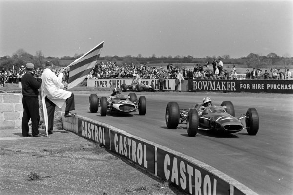 Mike Hailwood, Lotus 25-BRM, 9th position, leads John Taylor, Cooper T60-Climax, 11th position.