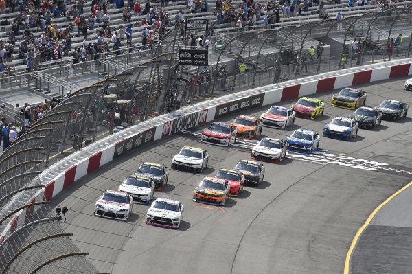 #22: Austin Cindric, Team Penske, Ford Mustang Carshop, #20: Harrison Burton, Joe Gibbs Racing, Toyota Supra DEX Imaging