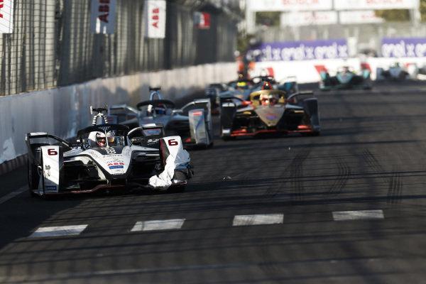 Maximilian Günther (DEU), Dragon Racing, Penske EV-3, leads Edoardo Mortara (CHE) Venturi Formula E, Venturi VFE05, and Jean-Eric Vergne (FRA), DS TECHEETAH, DS E-Tense FE19