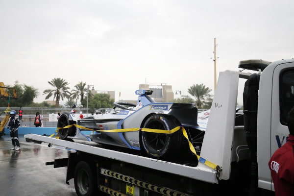 The damaged car of Edoardo Mortara (CHE) Venturi Formula E, Venturi VFE05, is returned to the pits