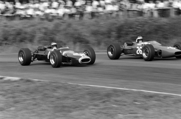 Jacky Ickx, Matra MS5 Ford, battles with Piers Courage, McLaren M4A Ford.