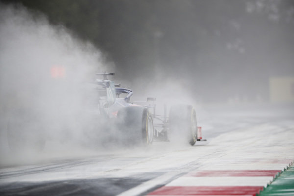 Daniil Kvyat, Toro Rosso STR14, kicks up cement dust which was laid down to cover a heavy oil spill in the F2 race prior to the session