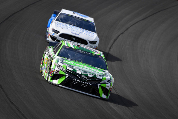 #18: Kyle Busch, Joe Gibbs Racing, Toyota Camry Interstate Batteries, #6: Ryan Newman, Roush Fenway Racing, Ford Mustang Wyndham Rewards