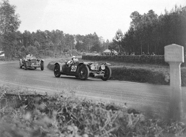 1934 Le Mans 24 hours.Le Mans, France. 16-17 June 1934.Reggie Tongue/Maurice Faulkner (Ason Martin Ulster) leads Earl Howe/Tim Rose-Richards (Alfa Romeo 8C 2300).Ref-Motor 800/85.World Copyright - LAT Photographic