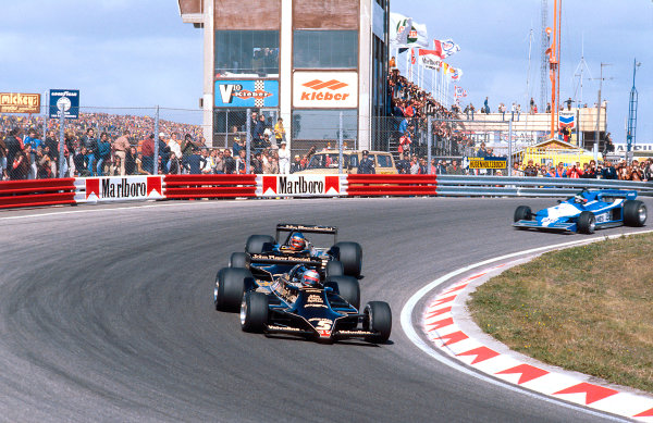 1978 Dutch Grand Prix.Zandvoort, Holland.25-27 August 1978.Mario Andretti leads teammate Ronnie Peterson (both Lotus 79 Ford's). They finished 1st and 2nd respectively. Ref-78 HOL 08.World Copyright - LAT Photographic