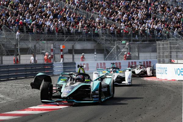 Front wing of Alex Lynn (GBR), Panasonic Jaguar Racing, Jaguar I-Type 3 hangs off