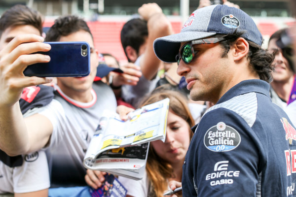 Circuit de Catalunya, Barcelona, Spain. Thursday 11 May 2017. Carlos Sainz Jr, Toro Rosso, signs autographs for his fans. World Copyright: Charles Coates/LAT Images ref: Digital Image GT2R3926