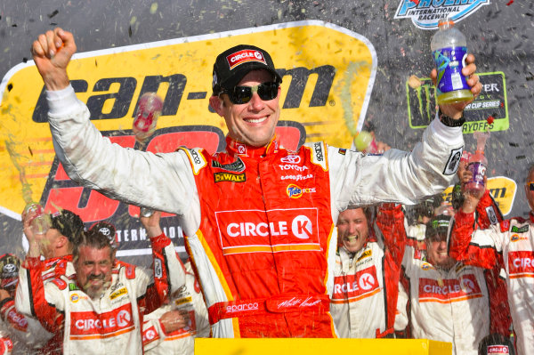 Monster Energy NASCAR Cup Series Can-Am 500 Phoenix Raceway, Avondale, AZ USA Sunday 12 November 2017 Matt Kenseth, Joe Gibbs Racing, Circle K Toyota Camry celebrates his win in Victory Lane World Copyright: Nigel Kinrade LAT Images