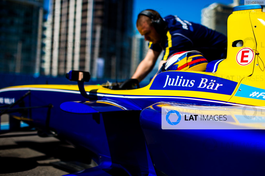 2015/2016 FIA Formula E Championship. Testing, Punta del Este, Uruguay. Sunday 20 December 2015. Sebastien Buemi (SUI), Renault e.Dams Z.E.15. Photo: Zak Mauger/LAT/Formula E ref: Digital Image _L0U0248