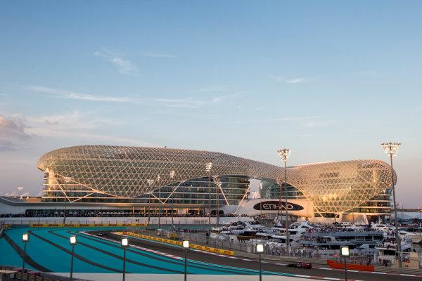 Yas Marina Circuit, Abu Dhabi, United Arab Emirates. Sunday 29 November 2015. Carlos Sainz Jr, Toro Rosso STR10 Renault. World Copyright: Zak Mauger/LAT Photographic ref: Digital Image _L0U8421