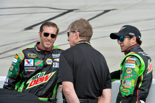 30 September-2 October, 2016, Dover, Delaware USA Alan Gustafson, Bill Elliott, Chase Elliott (24) ?2016, John Harrelson / LAT Photo USA