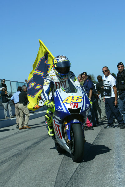 Misano, Italy. 4th - 6th September 2009.A victorious Valentino Rossi Fiat Yamaha Team returns to parc ferme.World Copyright: Martin Heath/LAT Photographicref: Digital Image 827E9841