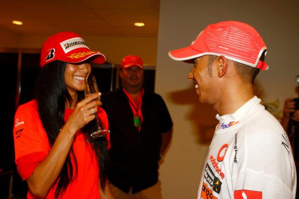Marina Bay Circuit, Singapore. 27th September 2009. Lewis Hamilton, McLaren MP4-24 Mercedes celebrates with girlfriend Nicole Scherzinger after winning the race. Portrait. World Copyright: Charles Coates/LAT Photographic ref: Digital Image _26Y7673