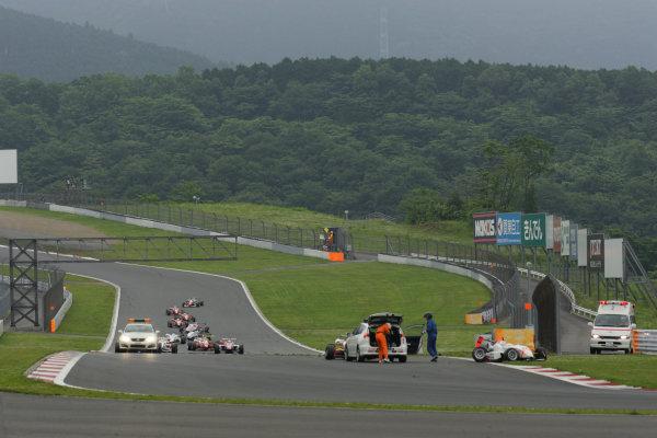 2010 Japanese Formula Three Championship Round 5 & 6 - Fuji Speedway.  12th - 13th June 2010.  Rd.6 Kazuki Miura ( #7 HFDP RACING ) & Daiki Sasaki ( #22 TEAM NOVA ) racing accident. World Copyright: Yasushi Ishihara/LAT Photographic ref: Digital Image 2010JF3_R6_010