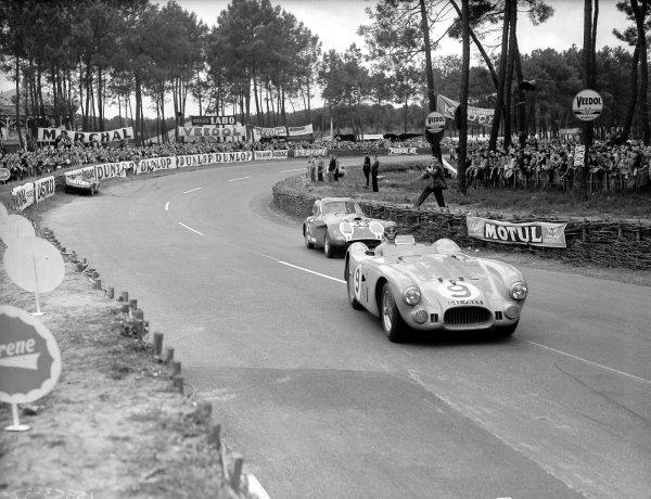 Le Mans, France. 12-13 June 1954.Jean-Louis Rosier/Pierre Meyrat (Lago-Talbot T26GS) leads Tommy Wisdom/Jack Fairman (Bristol 450). Wisdom/Fairman finished in 8th position.Ref-Motor 769/24.World Copyright - LAT Photographic