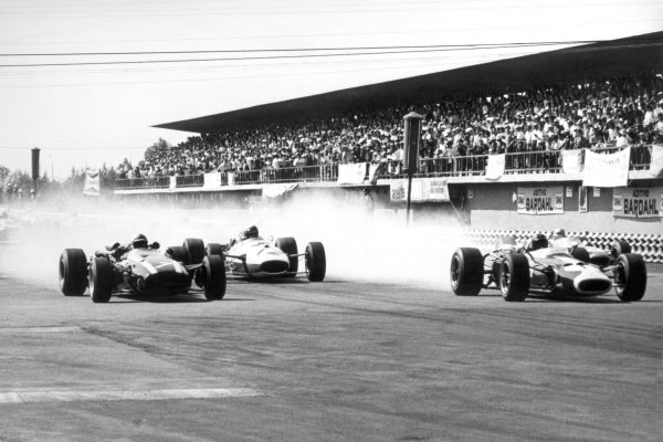 1966 Mexican Grand Prix.Mexico City, Mexico. 23 October 1966.John Surtees, Cooper T81-Maserati, 1st position, Richie Ginther, Honda RA273, 4th position, and Jim Clark, Lotus 43-BRM, retired, at the start, action.World Copyright: LAT PhotographicRef: b&w print
