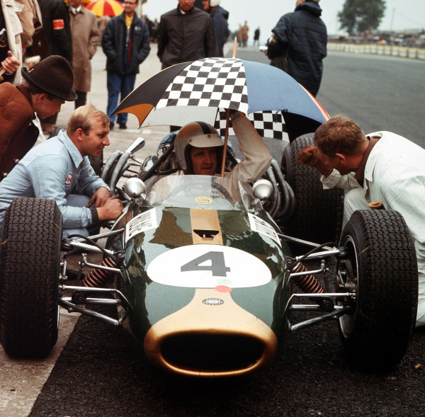 Nurburgring, Germany.5-7 August 1966.Denny Hulme (Brabham BT20 Repco) in the pits.Ref-3/2314.World Copyright - LAT Photographic