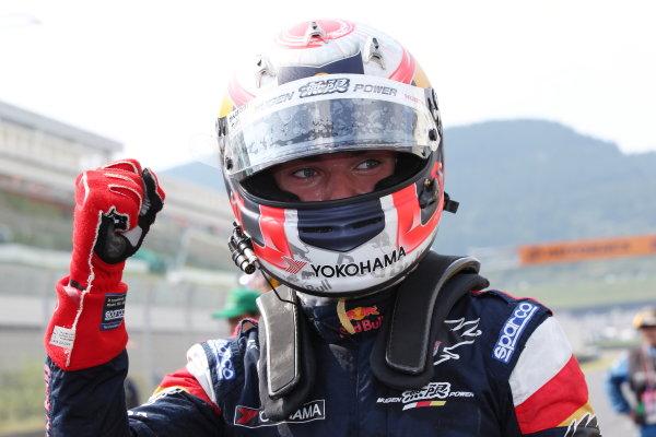 2017 Japanese Super Formula. Autopolis, Japan. 8th - 9th September 2017. Rd 5. Winner Pierre Gasly ( #15 TEAM MUGEN SF14 ) parcferme  portrait World Copyright: Masahide Kamio / LAT Images 2017_SF_Rd5_005