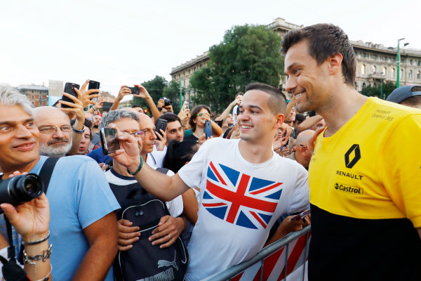 Autodromo Nazionale di Monza, Italy. Thursday 31 August 2017. Jolyon Palmer, Renault Sport F1 at the parade in Milan. World Copyright: Steven Tee/LAT Images  ref: Digital Image _R3I2344