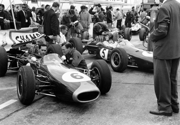 1964 Austrian Grand Prix.Zeltweg, Austria.21-23 August 1964.Jack Brabham (Brabham BT11 Climax) and Dan Gurney (Brabham BT7 Climax) wait in the pits, action.Ref- 11120E/25AWorld Copyright - LAT Photographic