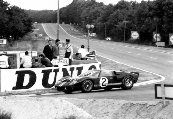 1966 Le Mans 24 Hours.France Bruce McLaren/Chris Aman (Ford GT40) in action World Copyright:LAT Photographic Ref:1304#39A.