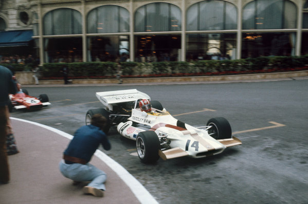 Monaco Grand Prix.  Monte Carlo, Monaco. 20-23rd May 1971.  Jo Siffert, BRM P160, leads Jacky Ickx, Ferrari 312B2, through Casino Square.  Ref: 71MON07. World Copyright: LAT Photographic