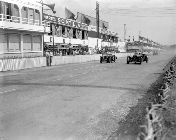 Le Mans, France. 16-17 June 1934.Anne-Rose Itier/Charles Duruy (MG Midget PA), number 52) and Freddie Clifford/AC Saunders-Davies (Alfa Romeo 8C) in front of he pits.Ref-Motor 800/80.World Copyright - LAT Photographic