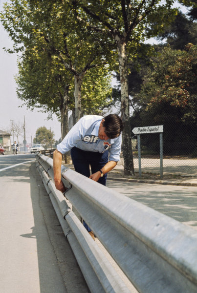 1975 Spanish Grand Prix.  Montjuich Park, Barcelona, Spain. 25-27th April 1975.  Ken Tyrrell examines the armco barriers, which were the subject of concern causing a driver protest.  Ref: 75ESP20. World Copyright: LAT Photographic