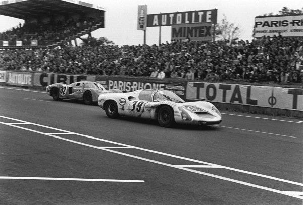 Le Mans, France. 14-15 June 1969.Christian Poirot/Pierre Maublanc (Porsche 910), 9th position, passes Jean Guichet/Nino Vaccarella (Matra MS630), 5th position, action. World Copyright: LAT Photographic.Ref:  2521 - 26A-27.