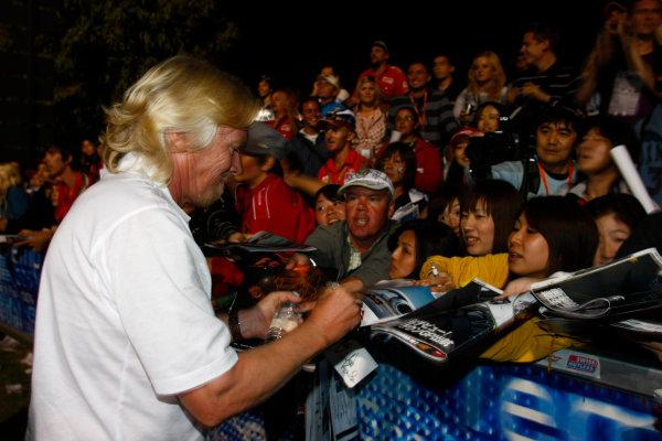 Albert Park, Melbourne, Australia29th March 2009.Sir Richard Branson signs some autographs. Portrait. Atmosphere. World Copyright: Charles Coates/LAT Photographicref: Digital Image _26Y0928
