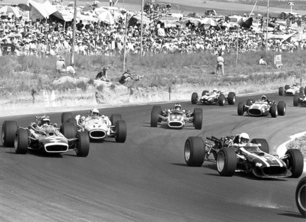 1968 South African Grand Prix.Kyalami, South Africa. 1 January 1968.Ludovico Scarfiotti, Cooper T86-Maserati, retired, leads Mike Spence, BRM P83, retired, John Love, Brabham BT20-Repco, 9th position, Pedro Rodriguez, BRM P126, retired, Jo Bonnier, Cooper T81-Maserati, retired, and Basil van Rooyen, Cooper T75-Climax, retired, action.World Copyright: LAT PhotographicRef: 1841 #5A