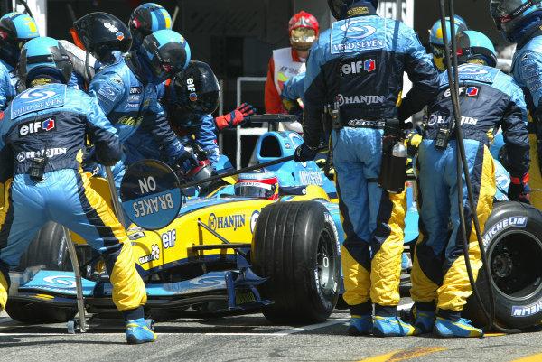 2004 San Marino Grand Prix-Sunday Race,Imola, Italy. 25 April 2004.Fernando Alonso pitstop.World Copyright: LAT Photographic.Ref: Digital Image only.