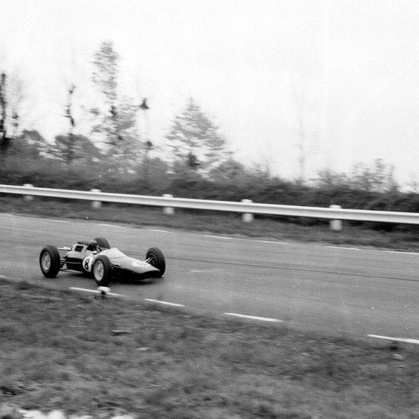 1962 United States Grand Prix.Watkins Glen, New York, USA.5-7 October 1962.Jim Clark (Lotus 25 Climax) 1st position.Ref-16056.World Copyright - LAT Photographic