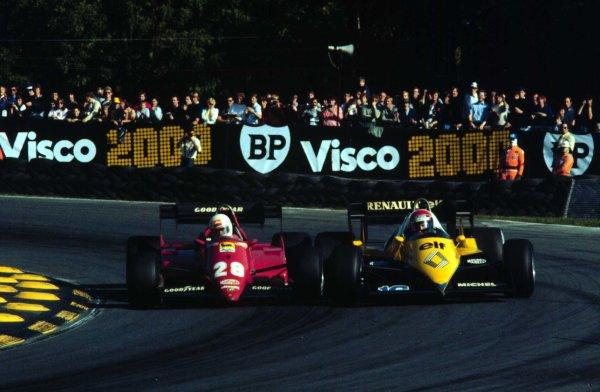 1983 European Grand Prix.Brands Hatch, England.23-25 September 1983.Rene Arnoux (Ferrari 126C3) battles with Eddie Cheever (Renault RE40) at Druids.  Ref: 83EUR05. World Copyright - LAT Photographic
