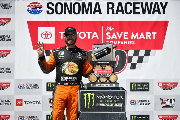 #19: Martin Truex Jr., Joe Gibbs Racing, Toyota Camry Bass Pro Shops in victory lane