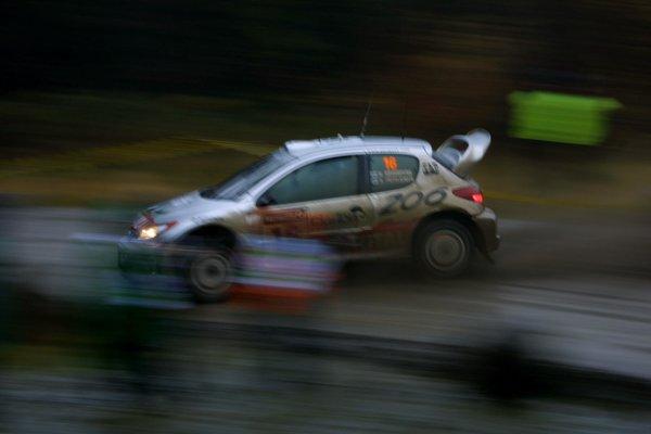 2001 FIA World Rally Championship.Rally Of Great Britain. Cardiff, Wales. November 22-25th.Harri Rovanpera, Peugeot 206 WRC.Stage Fourteen.Photo: Paul Dowker/LAT Photographic.World - LAT Photographic.