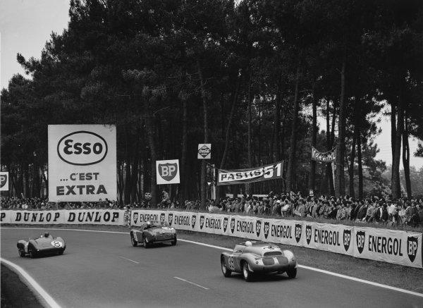 Le Mans, France. 25th - 26th June 1960.Edgar Barth/Wolfgang Seidel (Porsche RS60), 11th position, follows Jean Rambaux/Boutin (AC Ace Bristol), retired and Ian Baillie/Jack Fairman (Aston Martin DBR1/30), 9th position, action. World Copyright: LAT Photographic.Ref:  Autocar Glass Plate C59037.
