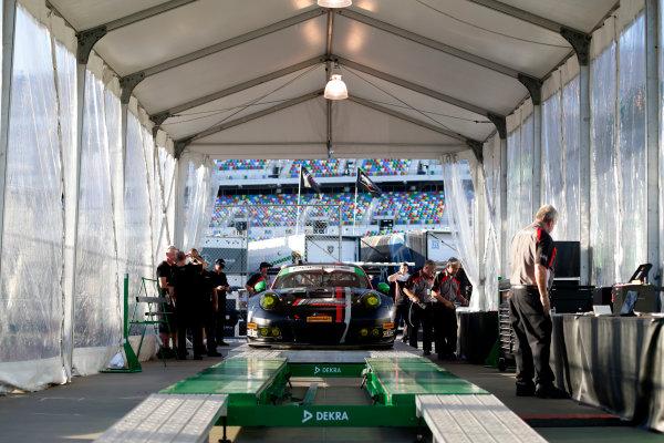 2017 Rolex 24 Hours. Daytona, Florida, USA Wednesday 25 January 2017. #73 Park Place Motorsports Porsche GT3 R: Patrick Lindsey, J?rg Bergmeister, Matthew McMurry World Copyright:Alexander Trienitz/LAT Images ref: Digital Image 2017-24h-Daytona-AT1-0155
