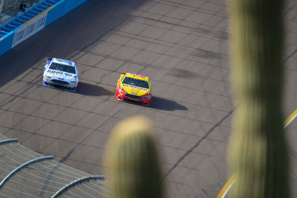 Monster Energy NASCAR Cup Series Can-Am 500 Phoenix Raceway, Avondale, AZ USA Sunday 12 November 2017 Joey Logano, Team Penske, Shell Pennzoil Ford Fusion, Danica Patrick, Stewart-Haas Racing, Code 3 Associates Ford Fusion World Copyright: Logan Whitton LAT Images