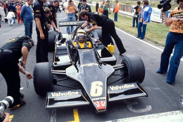 Brands Hatch, England. 14-16 July 1978. Ronnie Peterson (Lotus 79 Ford) 2nd position, on the grid before the start, action. World Copyright - LAT Photographic