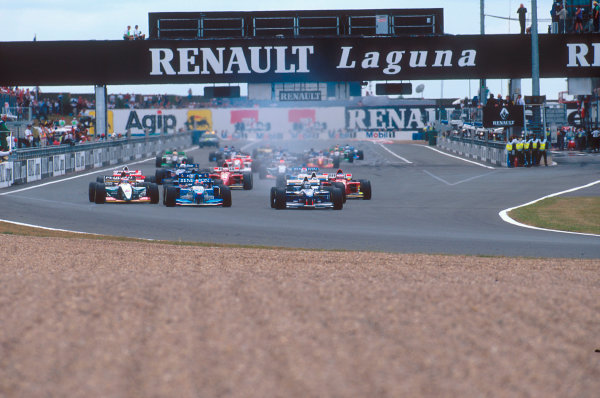 Magny-Cours, France.30/6-2/7 1995.Damon Hill (Williams FW17 Renault) leads Michael Schumacher (Benetton B195 Renault) and Rubens Barrichello (Jordan 195 Peugeot) into the first corner at the start. Ref-95 FRA 06.World Copyright - LAT Photographic