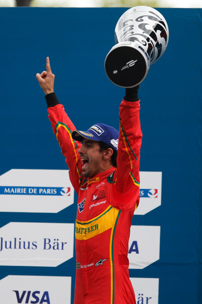 2015/2016 FIA Formula E Championship. Paris ePrix, Paris, France. Saturday 23 April 2016. Lucas Di Grassi (BRA), ABT Audi Sport FE01. Photo: Glenn Dunbar/LAT/Formula E ref: Digital Image _W2Q2333