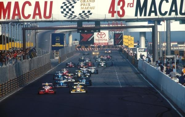The start of race two, Ralph Firman (GBR) Dallara F396- Mugen-Honda (Left) and Nick Heidfeld (GER) Dallara F396-Opel(right) battle for first position at the front of the field. Ralph won out and won overall, Nick would finish sixth. Formula Three Macau Grand Prix, Hong Kong, 17 November 1996