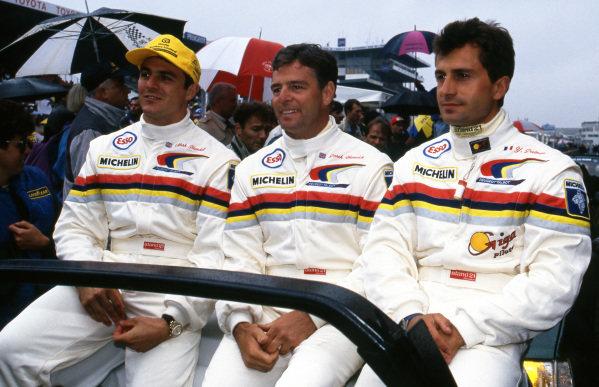 Derek Warwick (GBR) / Yannick Dalmas (FRA) / Mark Blundell (GBR) Peugeot Sport on the grid. Le Mans 24 Hours, Le Mans, France, 20-21 June 1992.