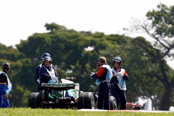 Interlagos, Sao Paulo, Brazil1st November 2008Marshals recover the car of Jenson Button, Honda RA108. Technical World Copyright: Andrew Ferraro/LAT Photographicref: Digital Image _H0Y8623