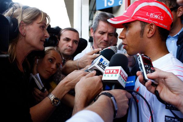 Interlagos, Sao Paulo, Brazil1st November 2008Lewis Hamilton, McLaren MP4-23 Mercedes, is interviewed. Portrait. Media. World Copyright: Steven Tee/LAT Photographicref: Digital Image _I4V4683