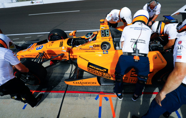 Verizon IndyCar Series Indianapolis 500 Carb Day Indianapolis Motor Speedway, Indianapolis, IN USA Friday 26 May 2017 The crew at work on the car of Fernando Alonso, McLaren-Honda-Andretti Honda. World Copyright: Steven Tee/LAT Images ref: Digital Image _R3I5921
