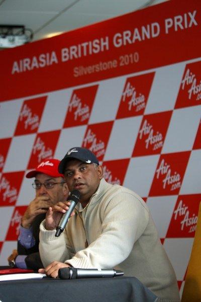 L-R: Carmelo Ezpeleta (ESP) CEO Dorna Sports S.L. and Tony Fernandes (MAL), CEO AirAsia Group.AirAsia Signs As Title Sponsor for 2010 MotoGP British Grand Prix, Silverstone, England, Wednesday 10 February 2010.