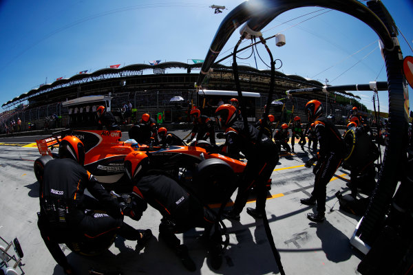 Hungaroring, Budapest, Hungary.  Sunday 30 July 2017. Fernando Alonso, McLaren MCL32 Honda, makes a pit stop. World Copyright: Steven Tee/LAT Images  ref: Digital Image _R3I4546
